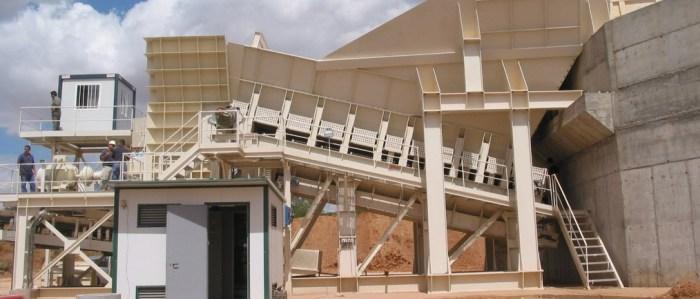 Instalaciones fijas para el tratamiento de áridos y minerales Alimentación