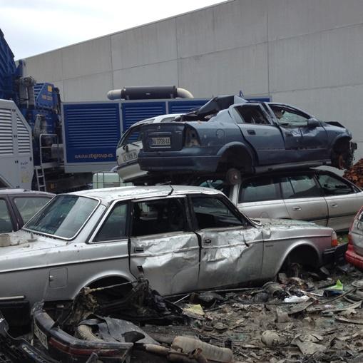 Eisenmetallschrott verarbeitbare materialien Ganze Autos
